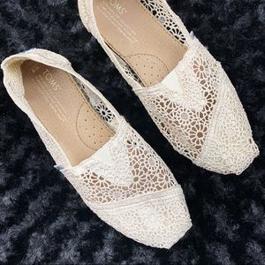 TOMS | Ivory Lace Crochet Loafers